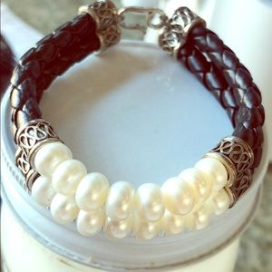 Jewelry - New freshwater pearls leather and silver bracelet